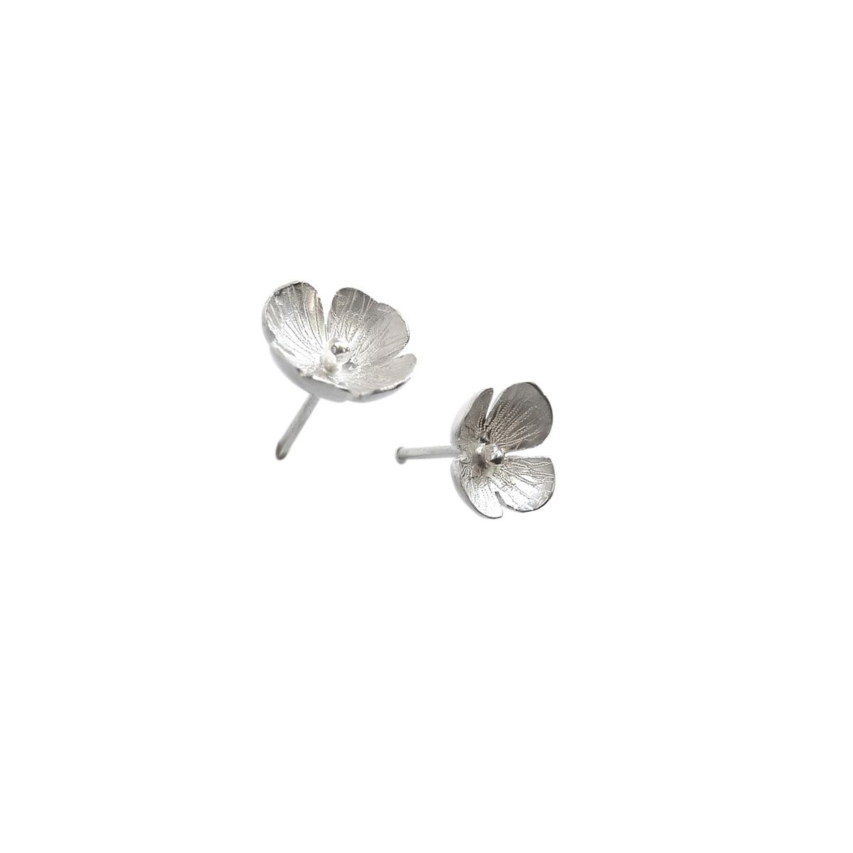 Boucles d'oreilles en argent Une fleur