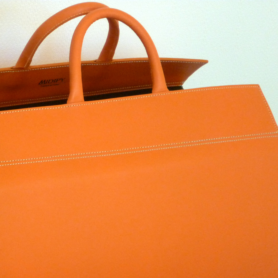 Range buches cuir orange